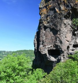 Les Balmes de Montbrun: Habitats troglodytes ardéchois